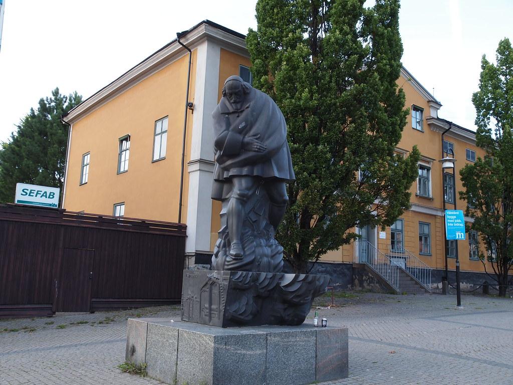 kurvig svart tuttar i Norrköping