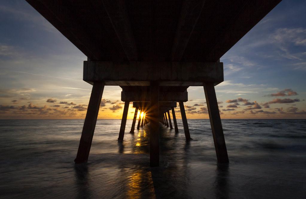 Juno beach sunrise below the fishing pier in florida for Juno pier fishing report