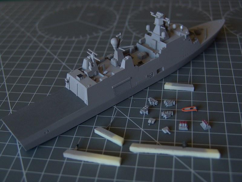 HDMS Absalon L16 Navire de Soutien Multifonctions NNT 1/700  14691763300_49cd18a1fd_c