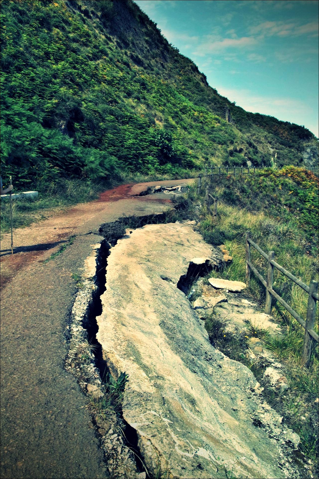 무너진 길-'카미노 데 산티아고 북쪽길. 포르투갈레테에서 카스트로 우르디알레스. (Camino del Norte - Portugalete to Castro Urdiales) '
