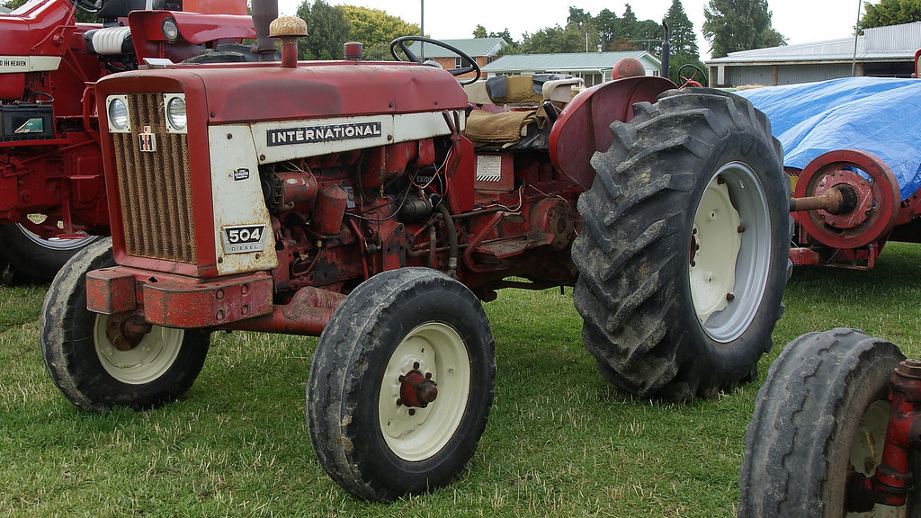 International 504 Tractor : International tractor crank up weekend at