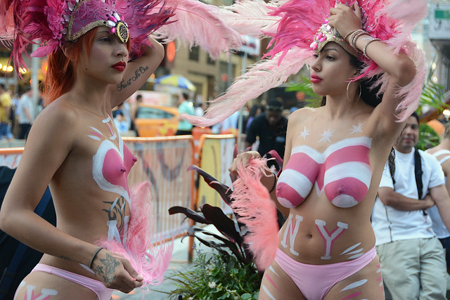Women In Times Square In Nyc Wearing Only Body Paint -3400