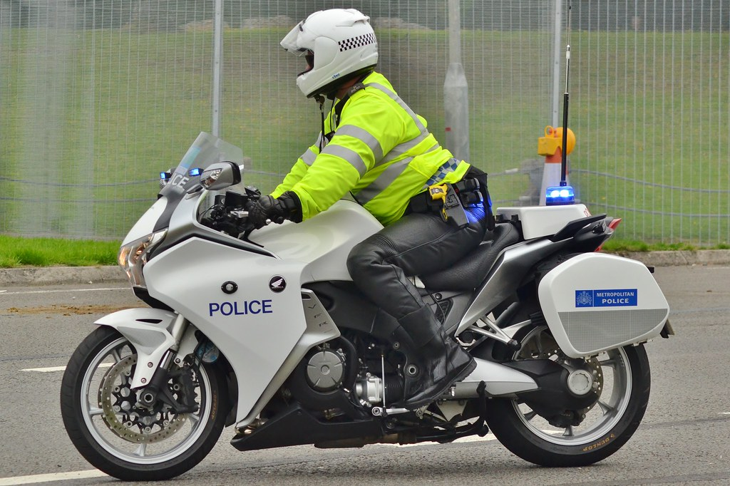 Metropolitan Police Special Escort Group Honda VFR 1200 ...