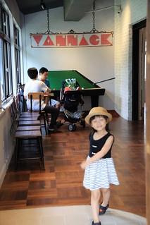 亞尼克夢想村一號店 穿越時空來到半世紀前的美國村 @amarylliss。艾瑪[隨處走走]