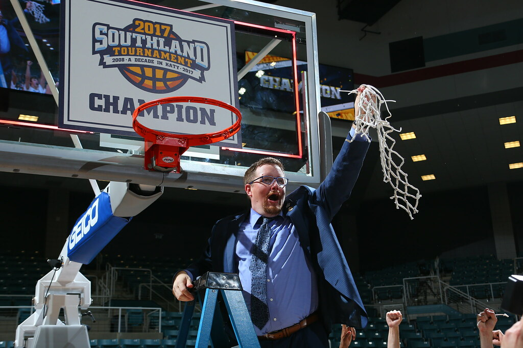 Mark Slessinger leads UNO to Souhtland regular season, tournament titles.