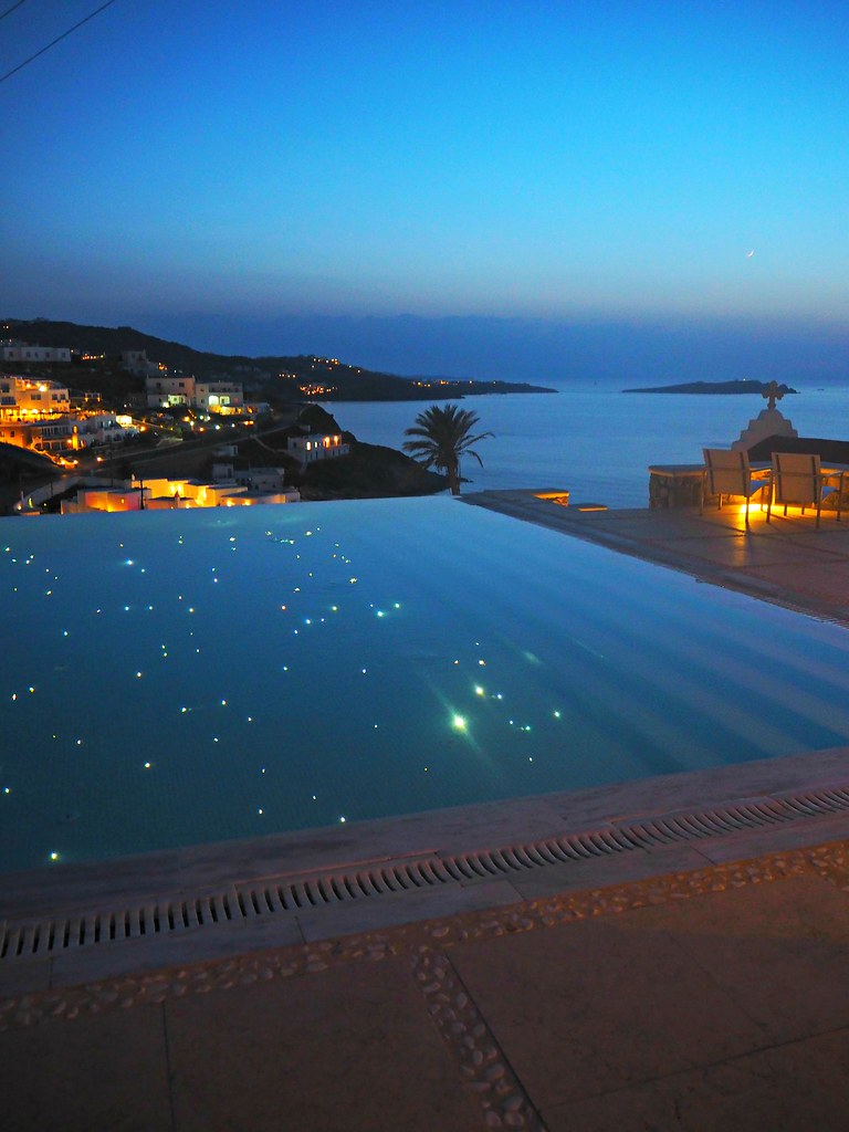 Bill & Coo suites mykonos star pool