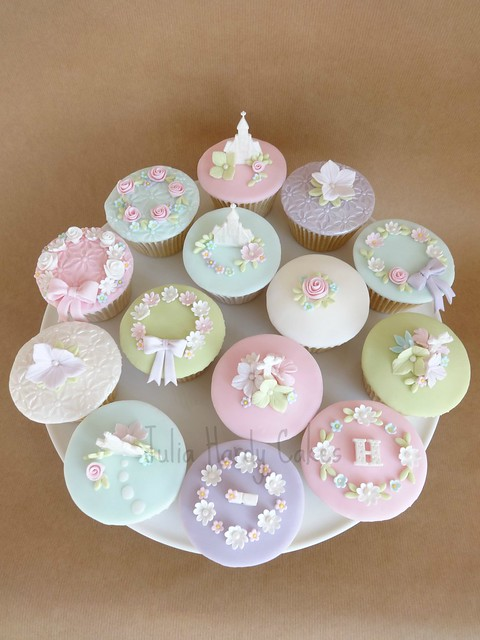 Cupcake Decorating Ideas For First Communion : First Holy Communion Cupcakes Flickr - Photo Sharing!