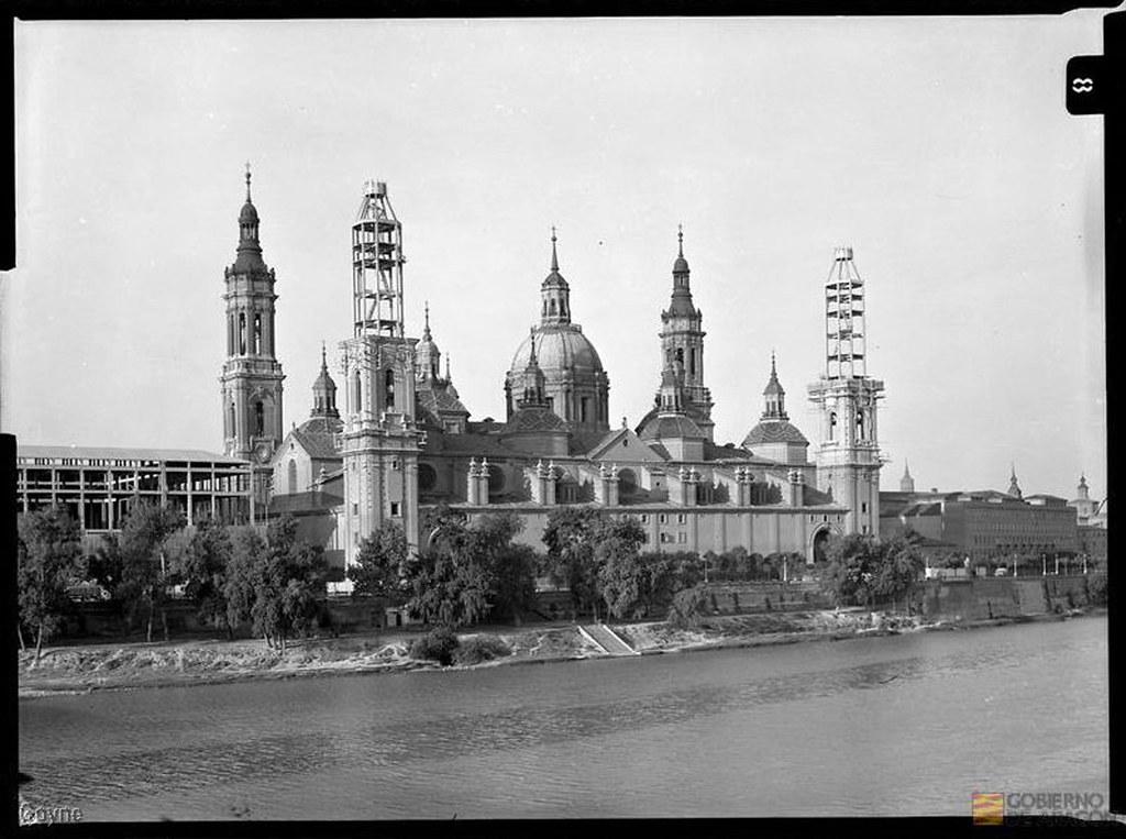El pilar a os 50 imagen de las dos torres en - Construccion zaragoza ...