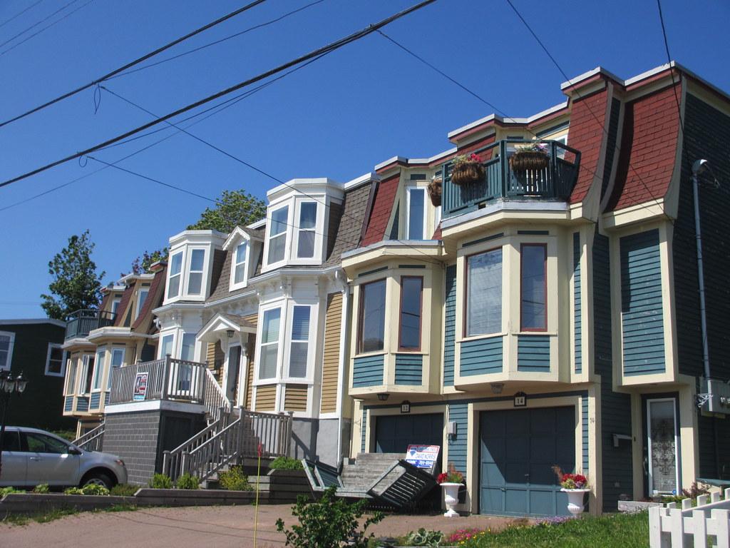 Houses with bay windows st john 39 s newfoundland paul for Newfoundland houses