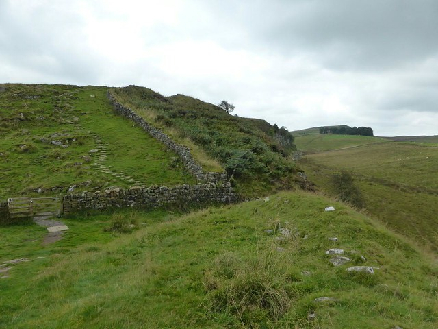 curtain wall west of Castle Nick