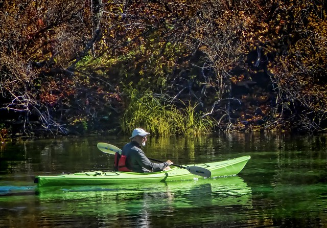 Autumn kayakers on clear lake near the summit of santiam for Clear lake oregon fishing
