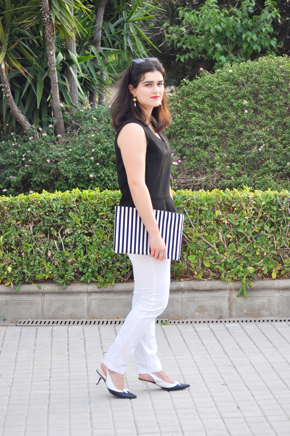 fashion valencia blogger, somethingfashion diy clutch bimba y lola, white streetstyle vlc outfit blog moda, prada vintage earrings, bimbaylola top estilo