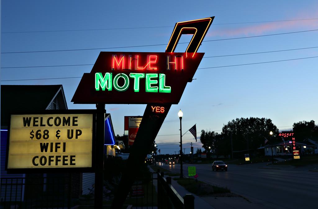 Mile Hi Motel