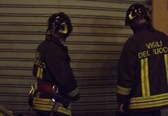 vigili del fuoco e saracinesca