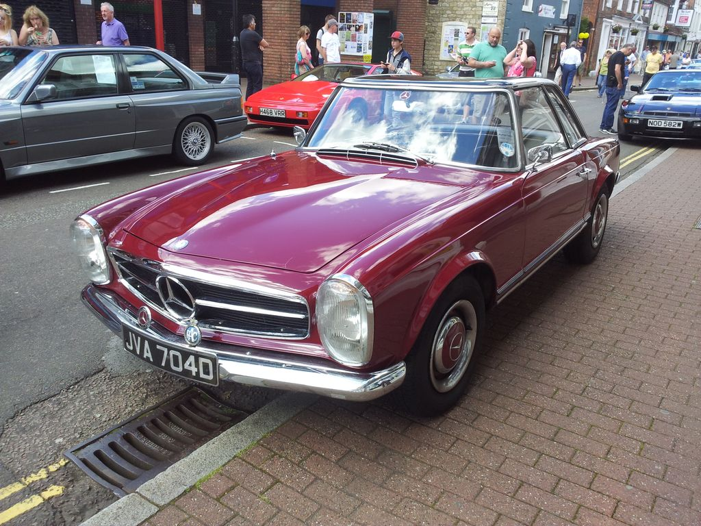 1966 Mercedes Benz 230sl These Old Pagoda Roof Mercs Are