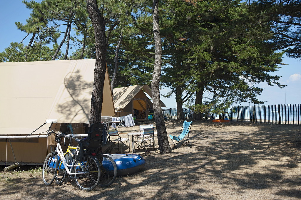 camping indigo noirmoutier les tentes toile bois huttopi flickr. Black Bedroom Furniture Sets. Home Design Ideas