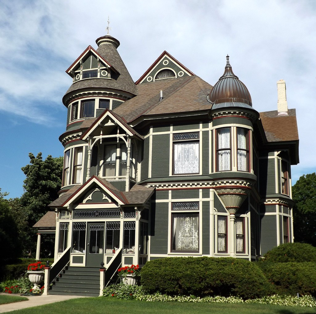 Facade queen anne house on military street port huron m for Queen anne home