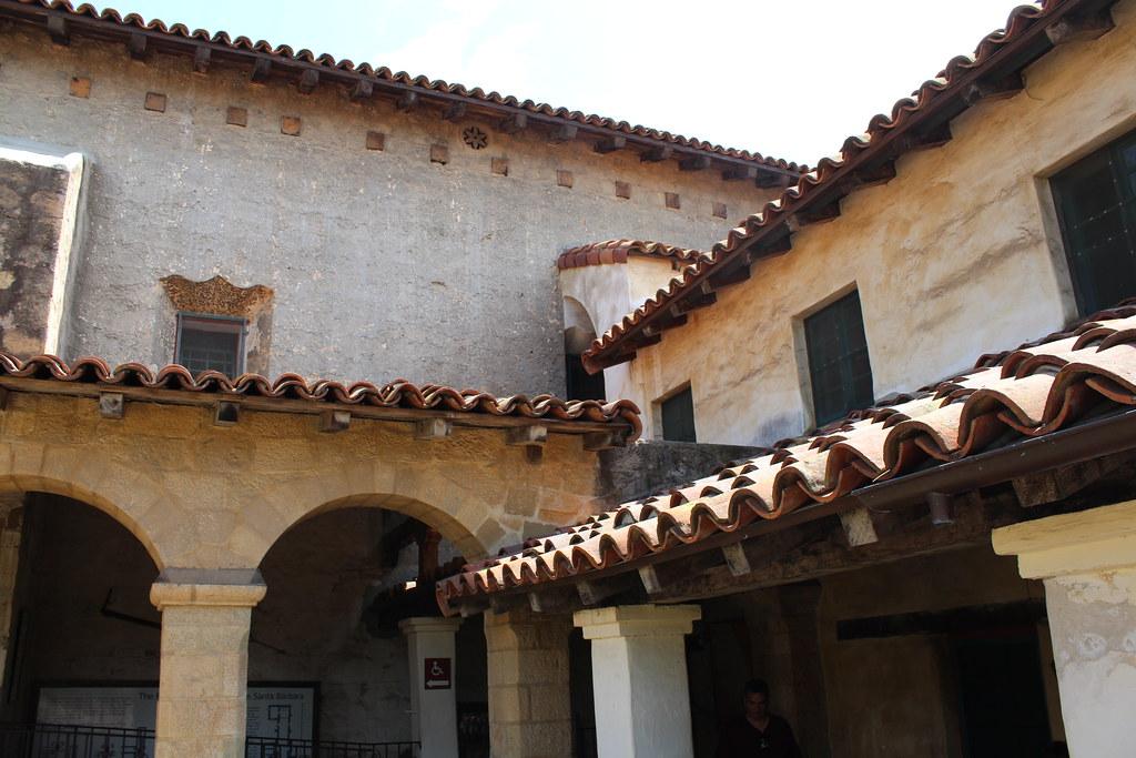 Santa barbara old santa barbara mission the sacred for Case in stile missione santa barbara