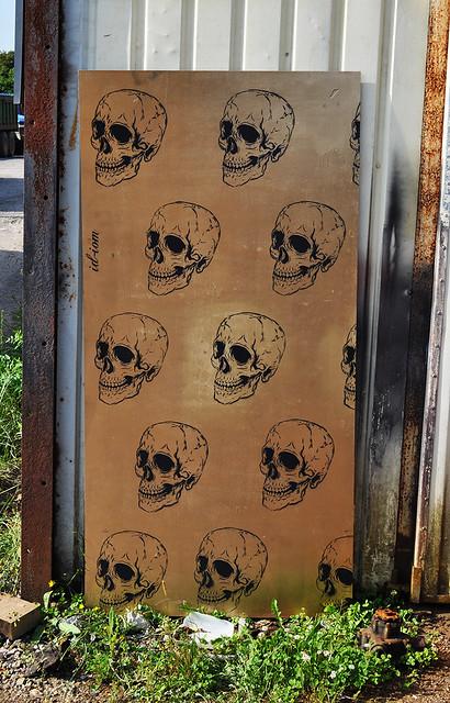 gold skull wallpaper flickr photo sharing. Black Bedroom Furniture Sets. Home Design Ideas