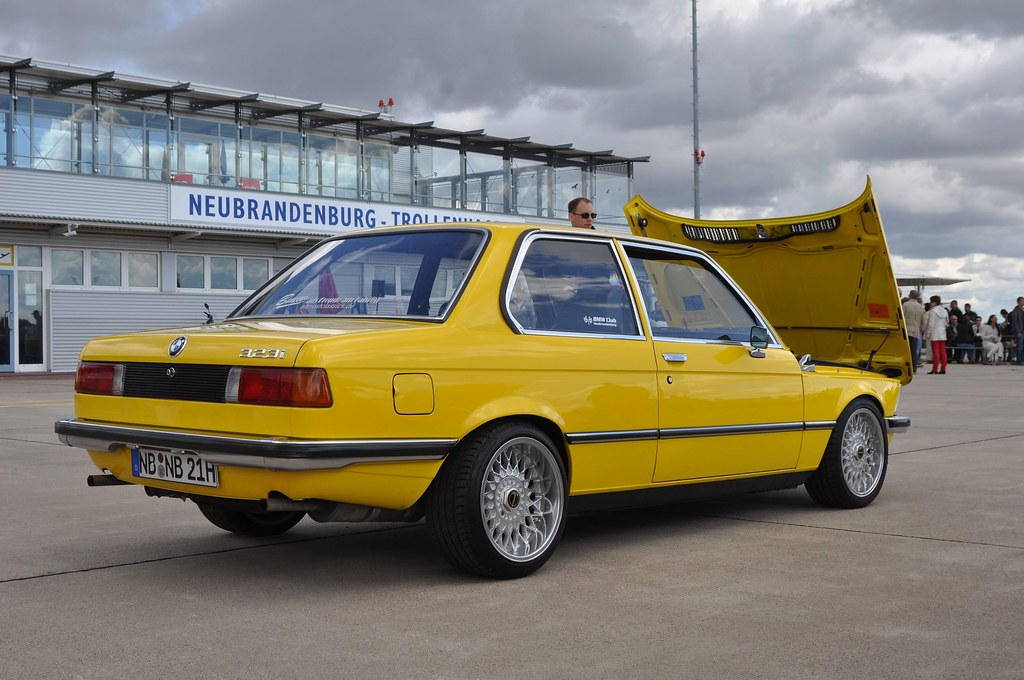 yellow bmw 323i e21 mustang meets mustang meeting 50 year flickr. Black Bedroom Furniture Sets. Home Design Ideas