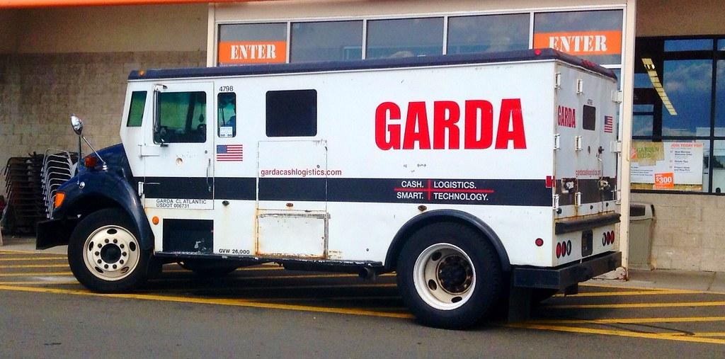 Cash For Car >> Garda Armored Truck Vehicle. | Garda Armored Truck Vehicle ...