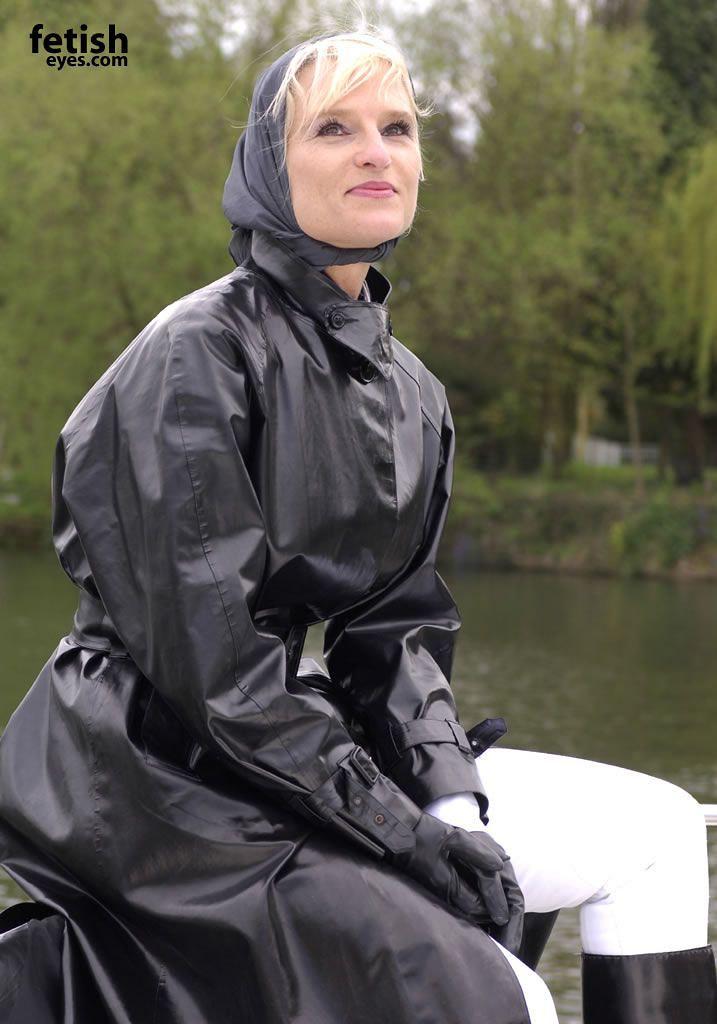 b6b767c61f7fdf9656301b79724cc0c1   Rainwear girl, Rain