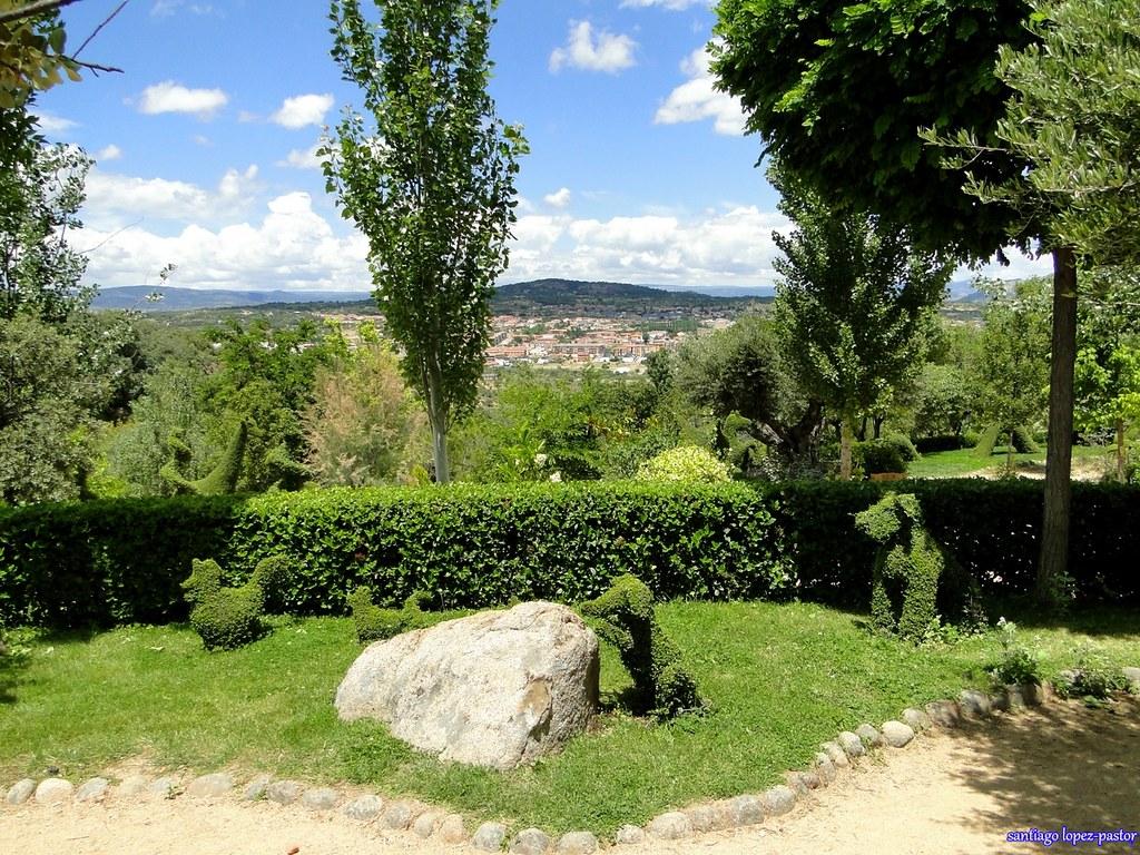 Perros el bosque encantado san mart n de valdeiglesias for Jardin botanico el bosque encantado