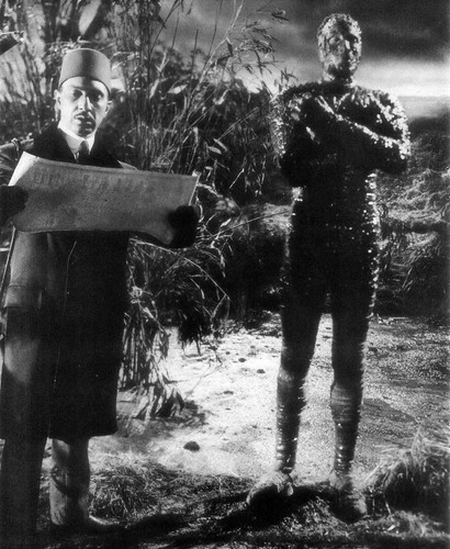 Mehejmet (George Pastell) gives his commands to the Mummy (Christopher Lee) in Hammer Films' The Mummy (1959)