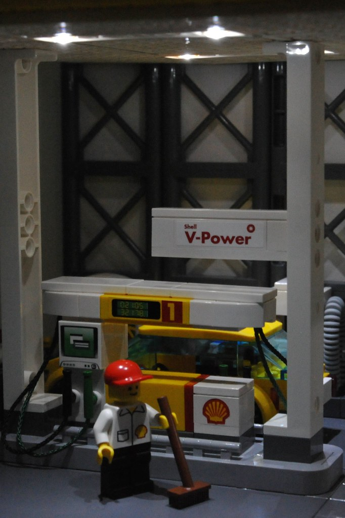 Gas Station Finder >> LEGO Shell Gas Station MOC_004 | Power functions lights in t… | Flickr