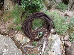 Traversée de la brèche du Carciara : les vestiges de câbles métalliques du téléphérique