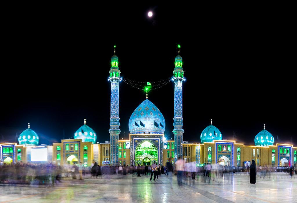 The moon over Masjid Jamkaran | Ahmed Reda | Flickr