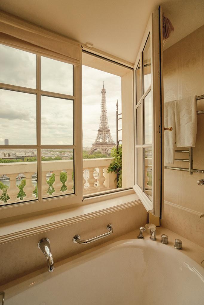 Shangri La Hotel Paris Eiffel Tower And Bathtub There