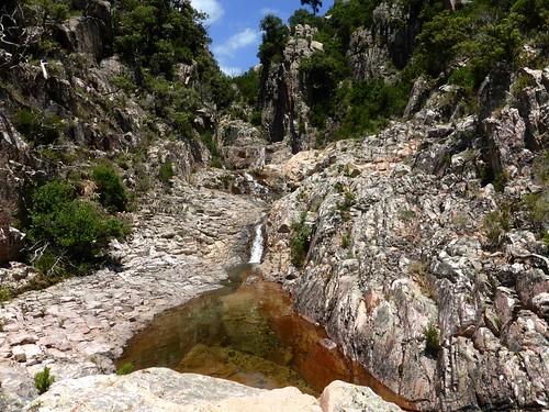 Les dernières  cascades et vasques sous le seuil de départ du canyon de Lora