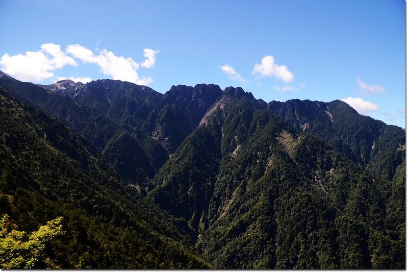 玉山登山步道南眺南玉山稜線