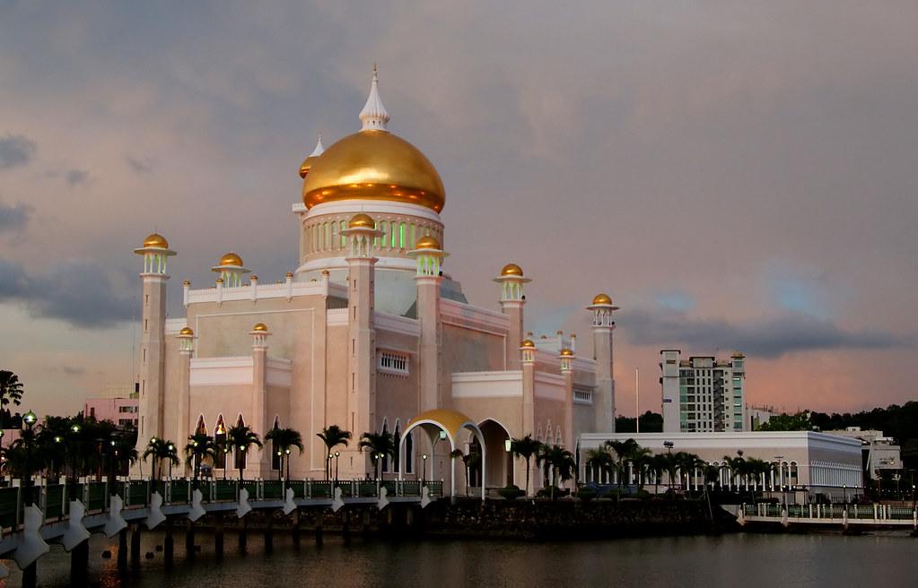 Sultan Ulmar Ali Saifuddien Mosque.Brunei. | Sultan Omar Ali… | Flickr