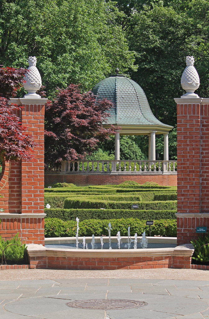 Gazebo In Boxwood Garden Missouri Botanical Gardens St L Flickr