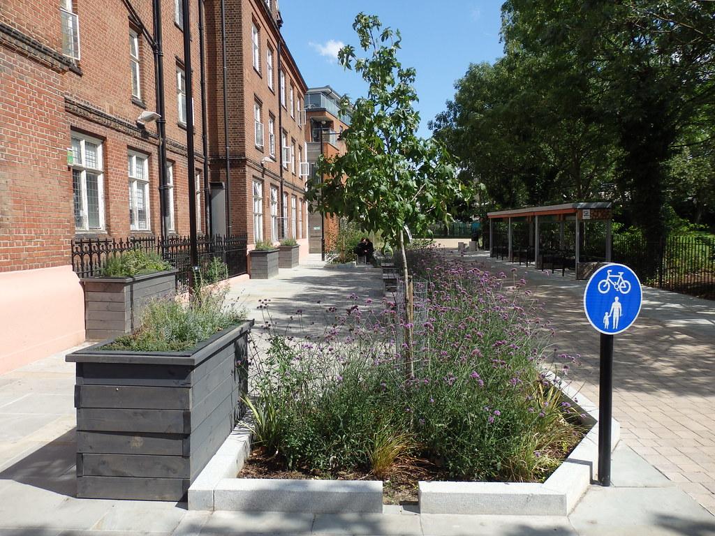 derbyshire street pocket park bethnal green london e2. Black Bedroom Furniture Sets. Home Design Ideas