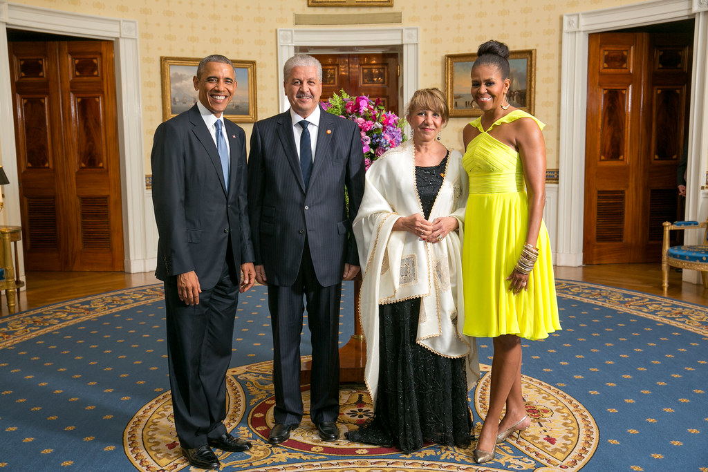 President barack obama and first lady michelle obama greet for Amanda family maison