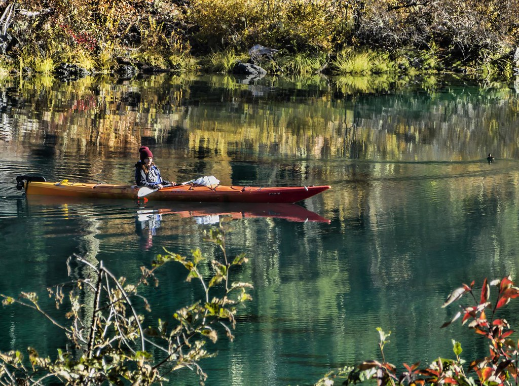 Autumn kayakers on clear lake near the summit of santiam p for Clear lake oregon fishing