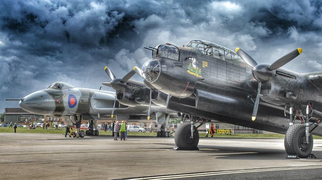 Lancaster PA474 and Vulcan XH558 | RAF Waddington ...