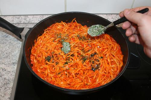 35 - Italienische Kräuter unterheben / Fold in italian herbs
