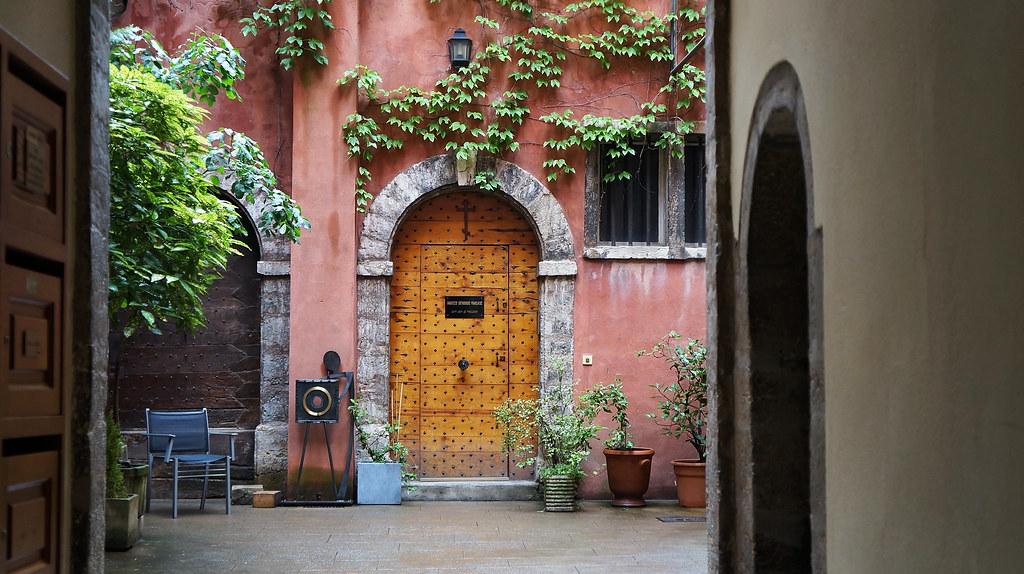 Maison du crible old town of lyon maison du crible - La maison du convertible lyon ...