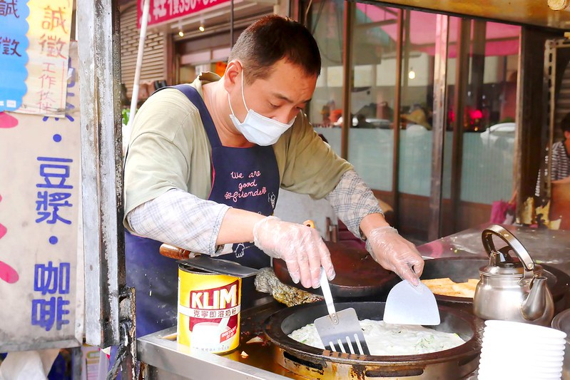 32406385494 d969ea5507 c - 正宗傳統蔥油餅│台中最愛吃蔥油餅 薄酥蔥多嚼勁份量都十足超推薦!