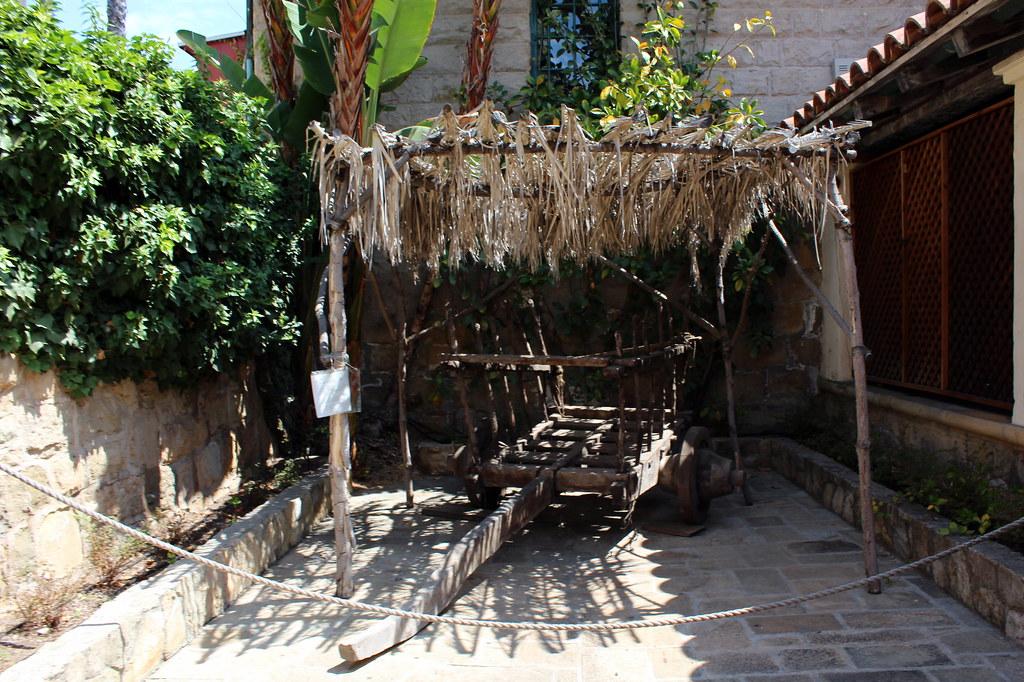 Santa barbara old santa barbara mission carreta flickr for Case in stile missione santa barbara