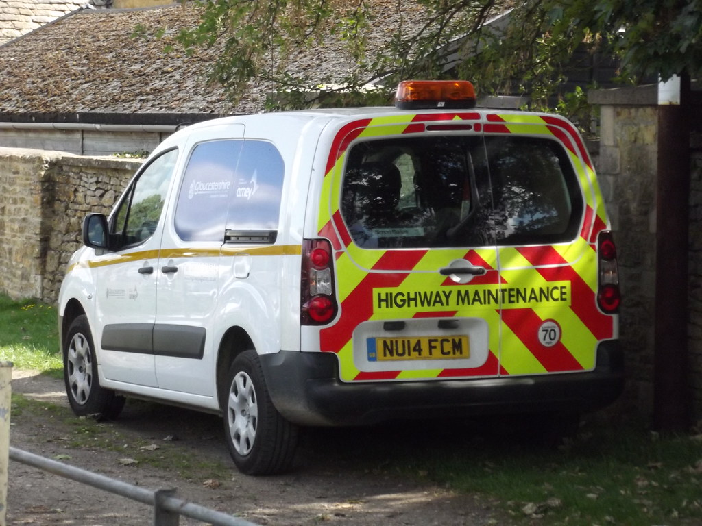 Ford Transit Connect >> Station Road, Bourton-on-the-Water - Highway Maintenance v… | Flickr