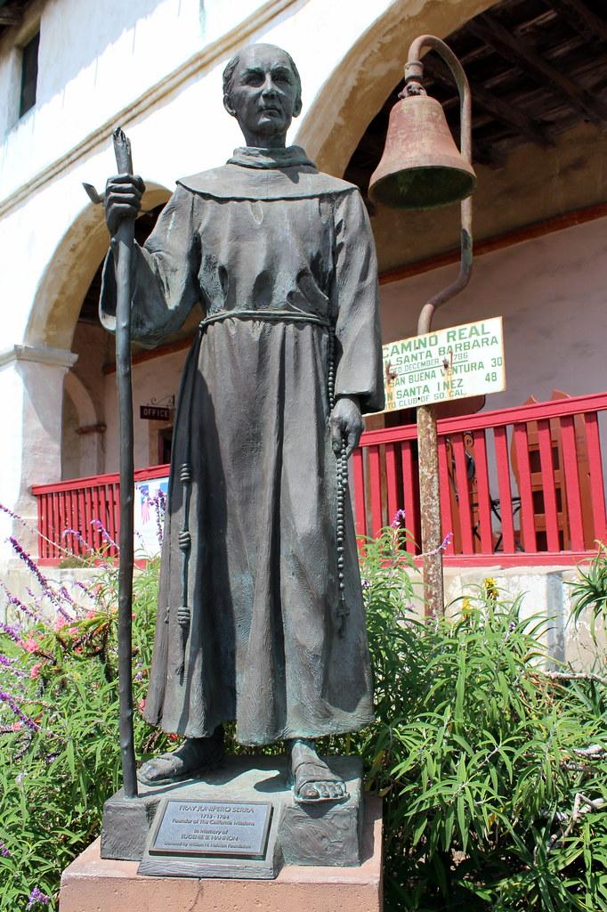 Santa barbara old santa barbara mission the statue of for Case in stile missione santa barbara