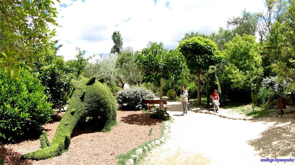 Dinosaurios el bosque encantado san mart n de valdeigles for Jardin botanico el bosque encantado