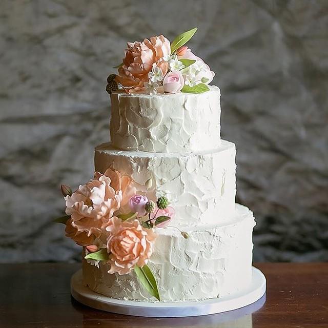 Wedding Cake Sugar Flowers: Rustic Buttercream Wedding Cake With Hand-sculpted Gumpast