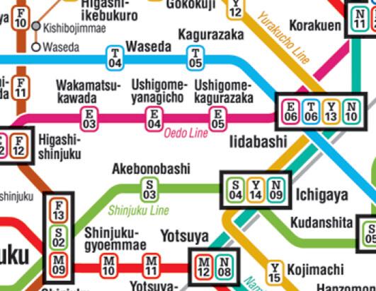 영문 이니셜과 숫자로 결합된 레이블이 입력된 도쿄 지하철 노선도 이미지