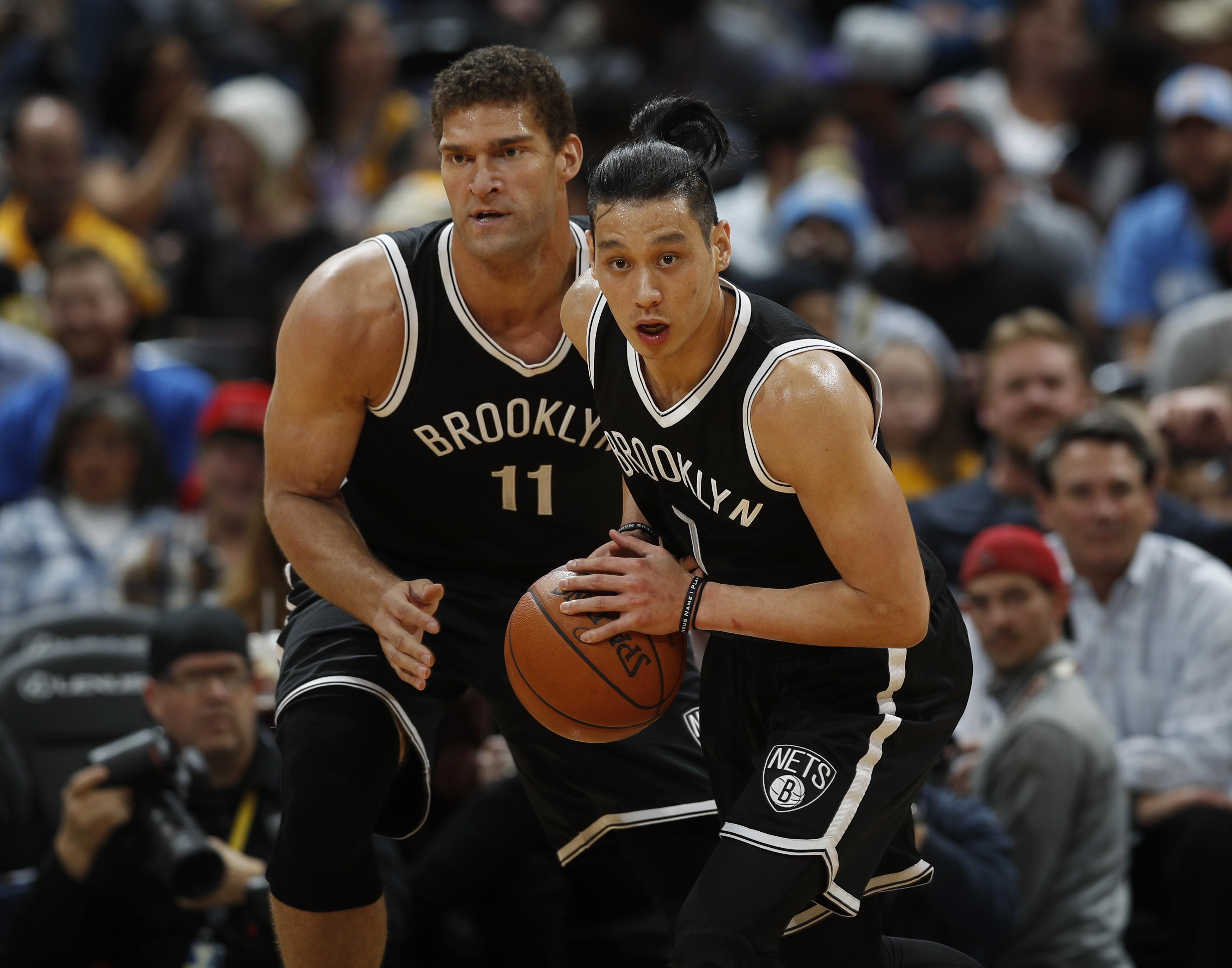 林書豪(圖右)傷癒歸隊,但籃網還是吞下15連敗。(達志影像)